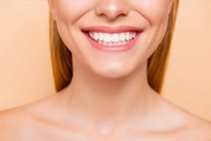img-blog-Close up cropped half face portrait of attractive natural perfect ideal girl with healthy white teeth